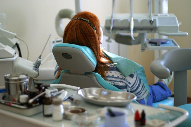 Волгоградка отсудила у стоматологии 70 тысяч рублей за сломанную челюсть