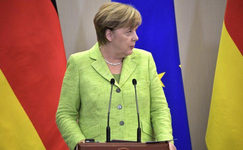 Ангела Меркель задрожала рядом с Зеленским