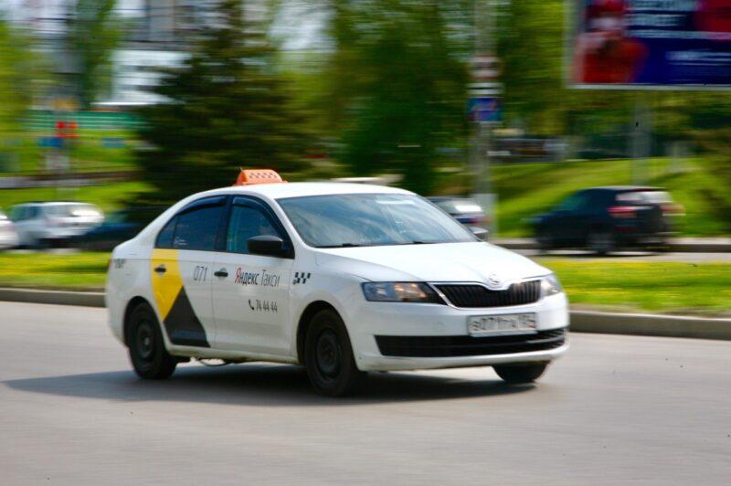 Пассажиры стали сталкиваться с проблемами в такси