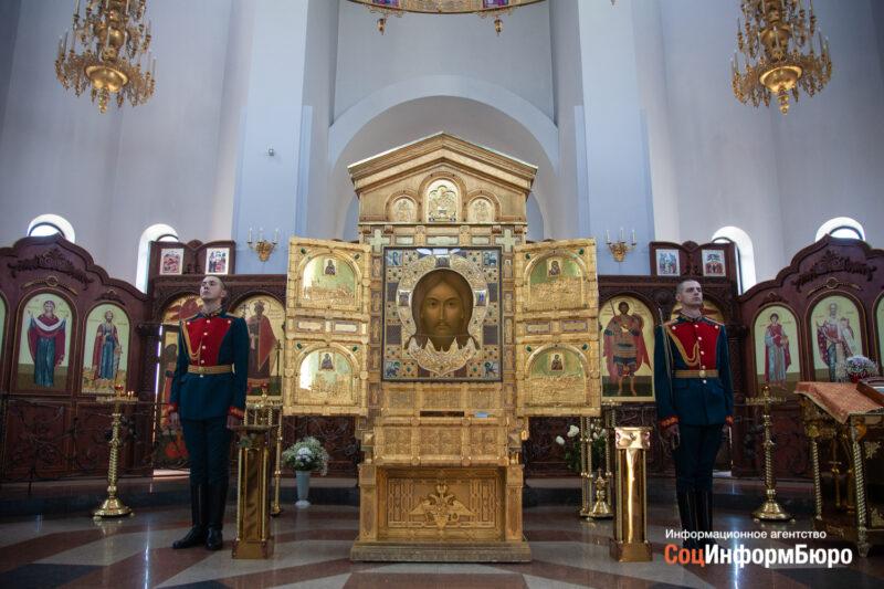 Военные железнодорожники поклонились иконе «Спас Нерукотворный» на Мамаевом кургане