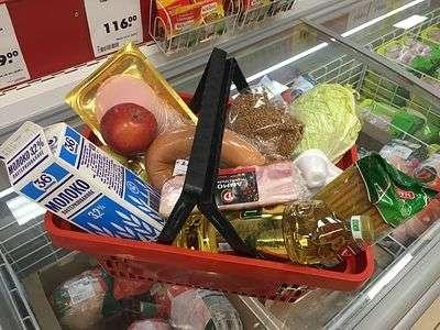 В Волжском продавец закупалась продуктами за счет покупателя