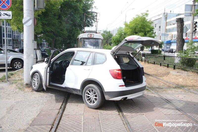 В Волгограде произошло очередное ДТП на трамвайных путях