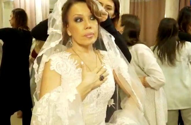 Не сдержал слово: 55-летняя певица Азиза бросила жениха