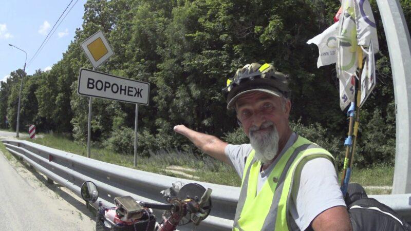 Известного путешественника-колясочника из Волгограда не пустили в хостел в Воронеже