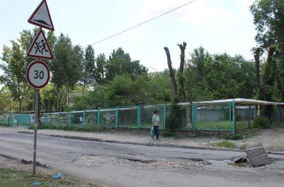 В Волгограде власть просят увеличить финансирование ремонта дорог вблизи школ