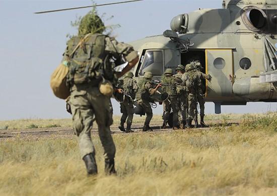 Под Волгоградом аэромобильные группы ЮВО высадились в тыл условного противника