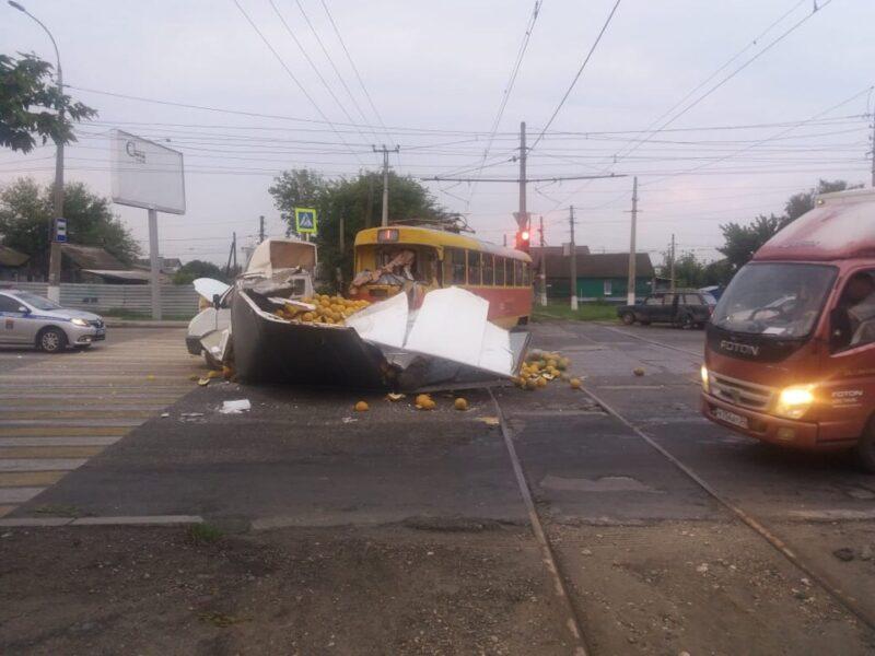 В Волгограде дыни блокировали проезжую часть