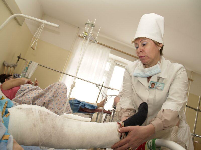 «Поскользнулся, упал, очнулся-гипс». Мэрия заплатит 120 тысяч рублей за перелом на скользком тротуаре