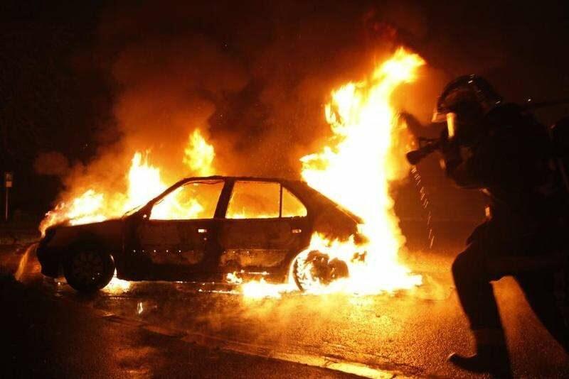 На улице Лазоревая загорелся автовоз с машинами