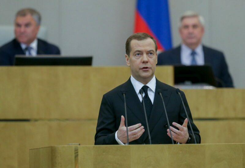 Медведев возмутился чванству и хамству единороссов