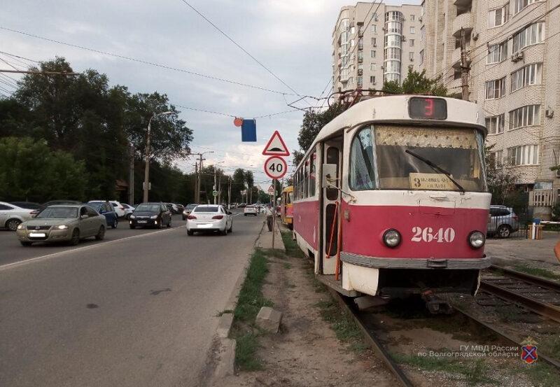 В Волгограде с травмами госпитализировали кондуктора трамвая