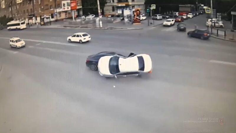 Момент жуткого ДТП в Ворошиловском районе попал на видео