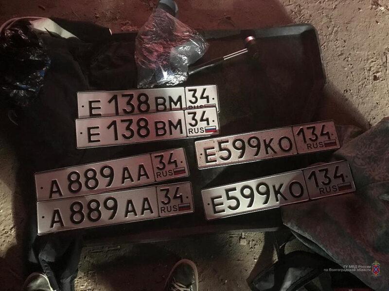 Четыре кражи и семь попыток угона: В Волгограде накрыли банду профессиональных угонщиков