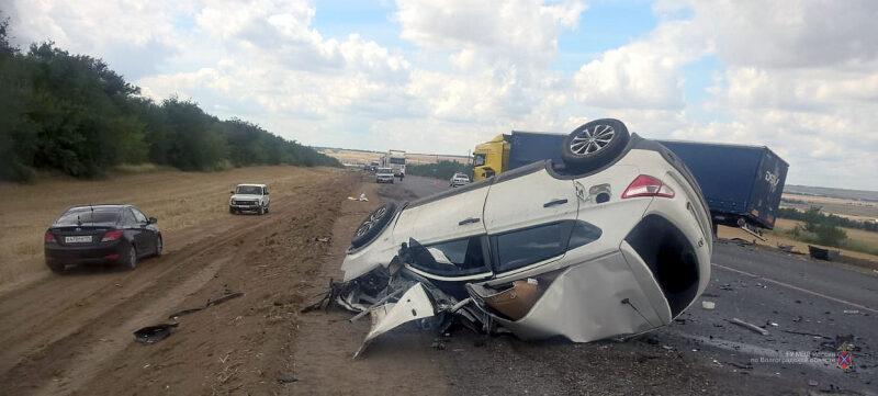 В страшной аварии на трассе «Волгоград — Каменск-Шахтинский» погиб водитель «Nissan Qashqai»