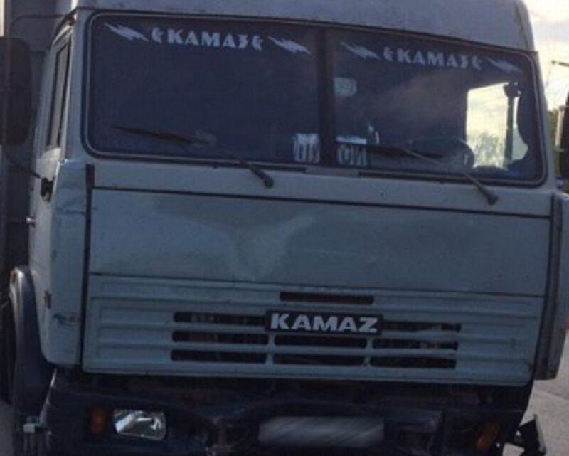 В Волгограде девочка на самокате врезалась в «КамАЗ»: и ребенок, и взрослый отделались испугом