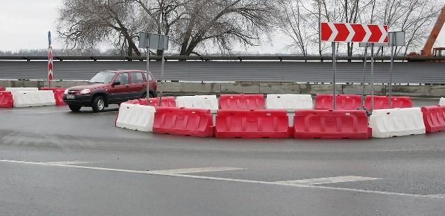 В Волгограде развязку на рокадной дороге оборудуют капитальными ограждениями