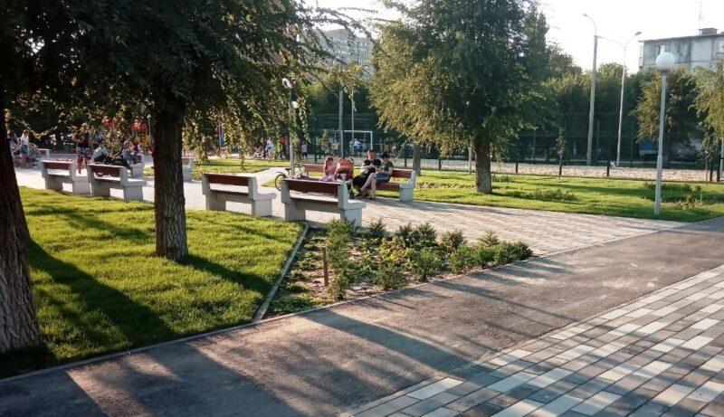 В парке за ЦКиД «Авангард» в Кировском районе завершается благоустройство