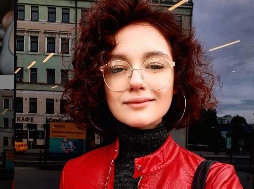 «Я вчера полыхнула»: 19-летняя Мария Кончаловская сожгла волосы