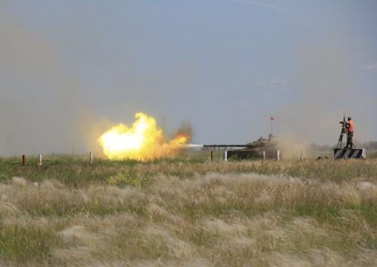 На Прудбое прошли тактико-огневые стрельбы из танков