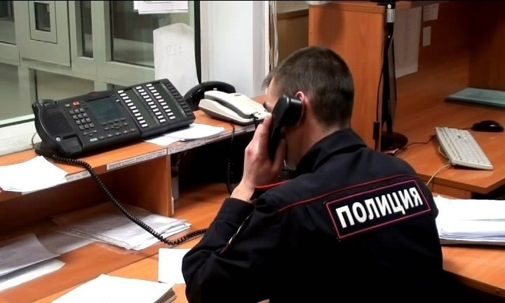 Под Волгоградом у 18-летнего парня отняли смартфон