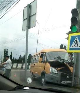 В Волгограде маршрутка влетела в столб: есть пострадавшие