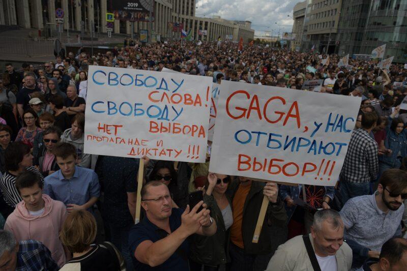Оппозиция хочет не дискуссии, а беспорядков и массовых задержаний — политолог