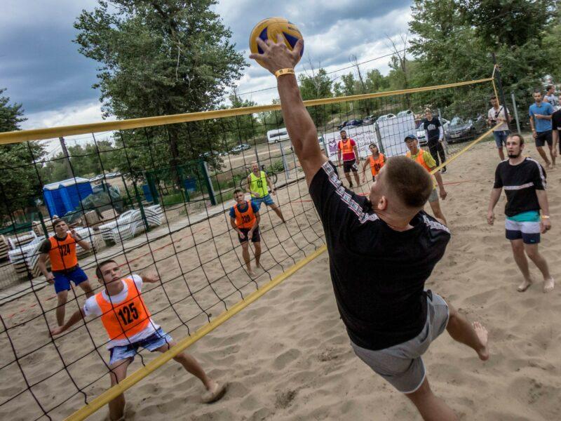 В Волгограде «Управление отходами» приняли участие в любительском турнире по пляжному волейболу