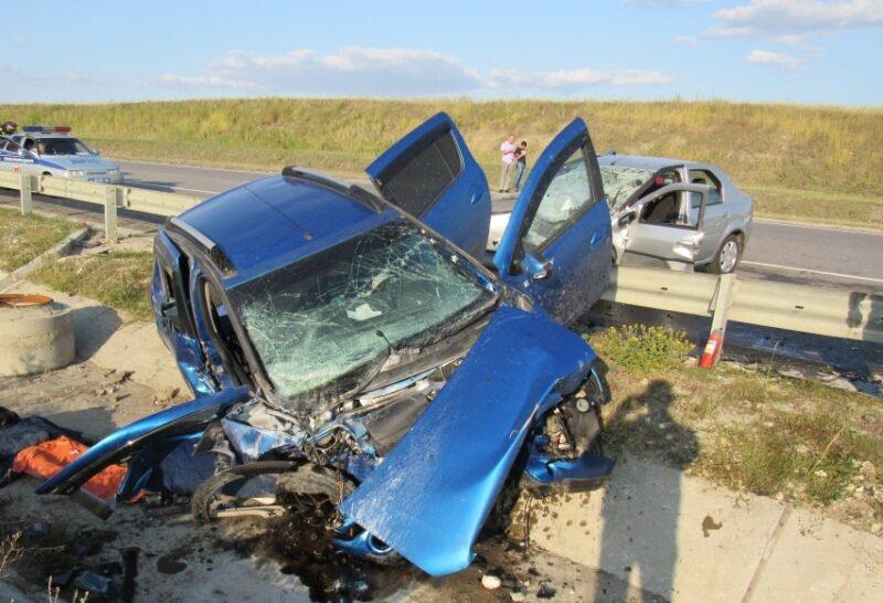 Три человека погибли в страшной аварии под Волгоградом