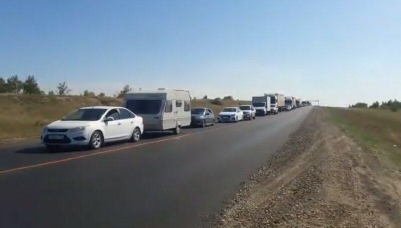 «Теряем драгоценное время»:  волгоградцы не могут попасть в Саратов из-за невероятной пробки