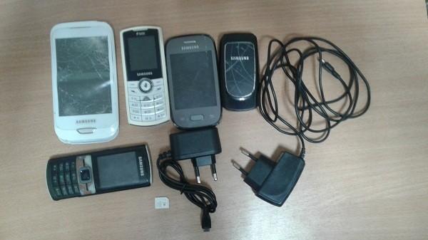 В Кировском районе возле колонии задержали мужчину с пятью телефонами