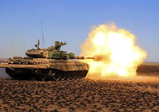 Под Волгоградом стреляли из пушки танка Т-90А по движущимся целям
