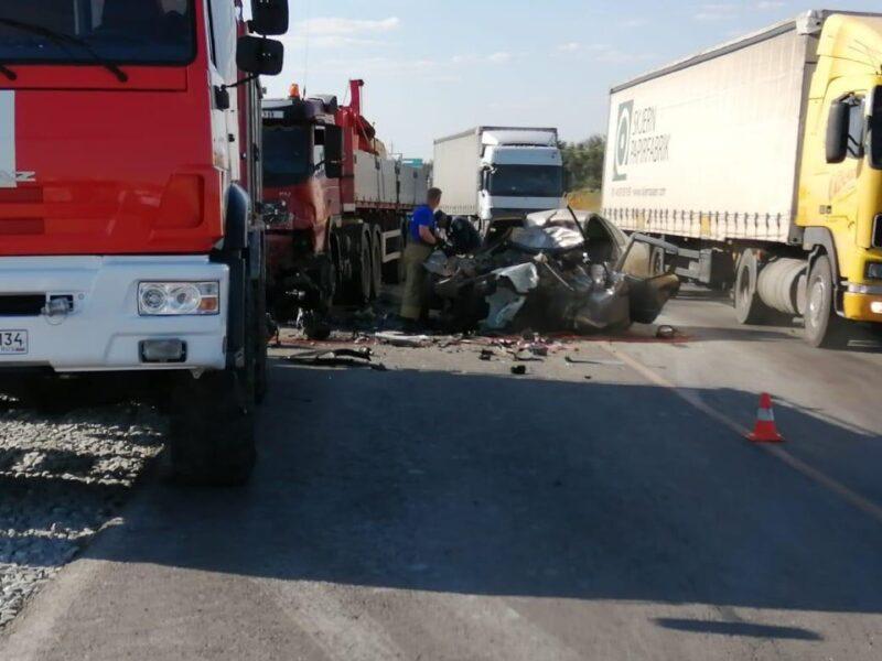 В жуткой аварии на трассе Р-22 «Каспий» погибли сразу трое молодых людей