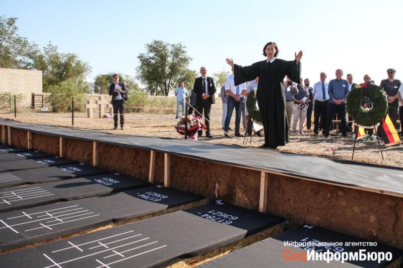 В Россошках состоялась церемония перезахоронения немецких солдат