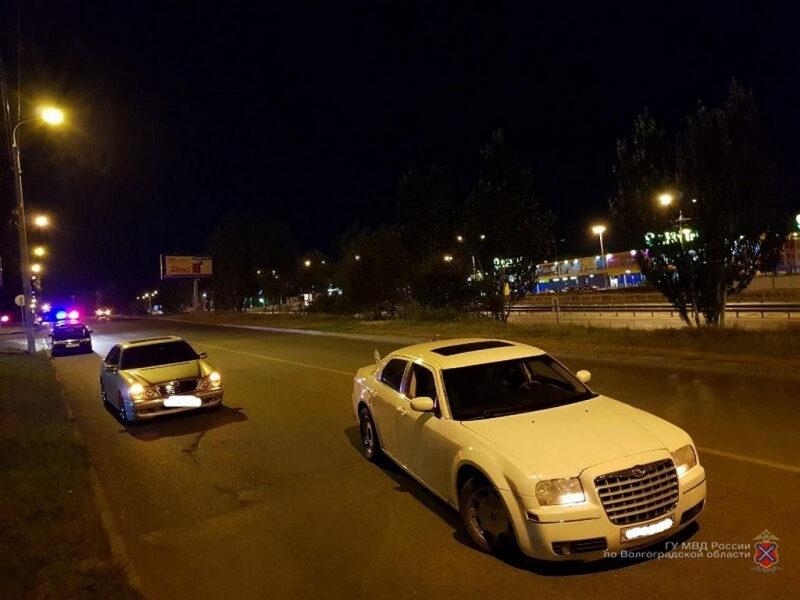 На улице Землячки пьяный лихач на белом Chrysler покалечил женщину в Volkswagen