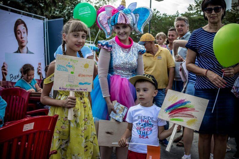 «Не свинячьте»: на фестивале «Вместе ярче» юные волгоградцы призвали земляков не мусорить