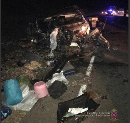 Машина всмятку: на волгоградской трассе из-за усталости водителя погибли двое пассажиров