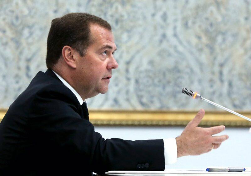 Дмитрий Медведев взялся наводить порядок на дорогах