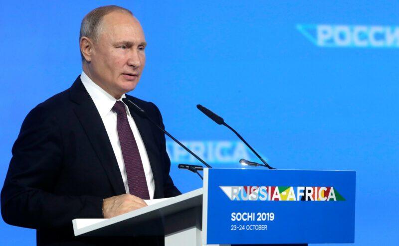 """Владимир Путин вызвал бурные овации на саммите """"Россия-Африка"""""""