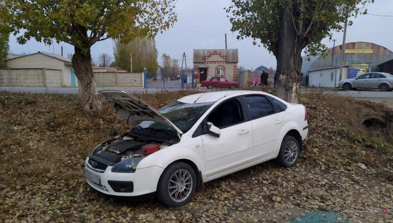 """Под Волгоградом 24-летняя автоледи отправила """"Ford Focus"""" с трехлетним пассажиром в кювет"""