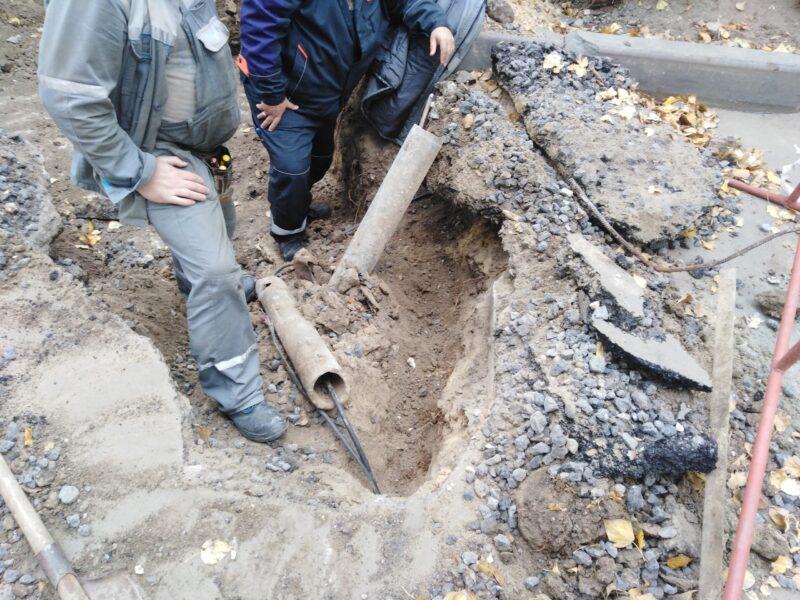 День пятый без тепла: «Концессии теплоснабжения» решили заменить трубу, но оборвали связь во всем доме