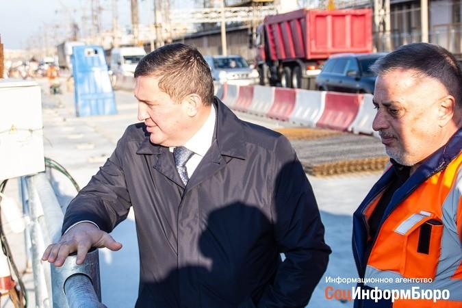 Андрей Бочаров проконтролировал ход работ на мостовом переходе через ГЭС