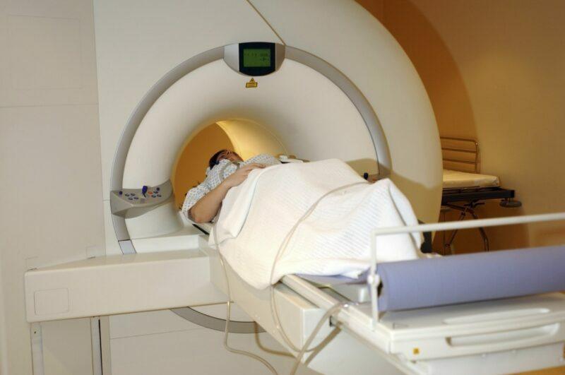 Эксперты назвали средний возраст диагностики рака у россиян