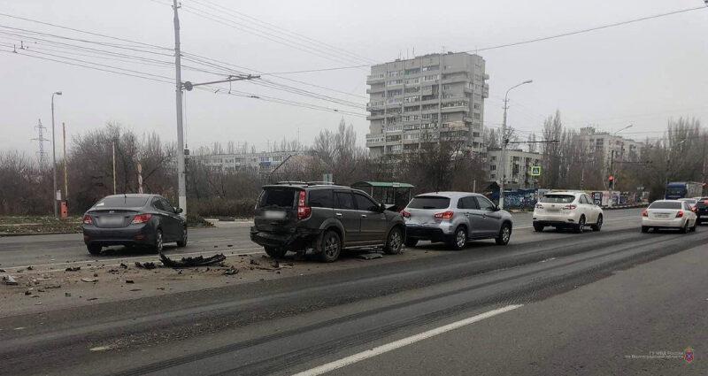 «Эффект домино»: в Волгограде произошло крупное ДТП