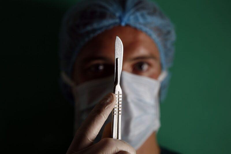 «Под ваш нож не лягу, даже если доплатят»: волгоградка отказалась оперироваться в обманувшем ее онкоцентре