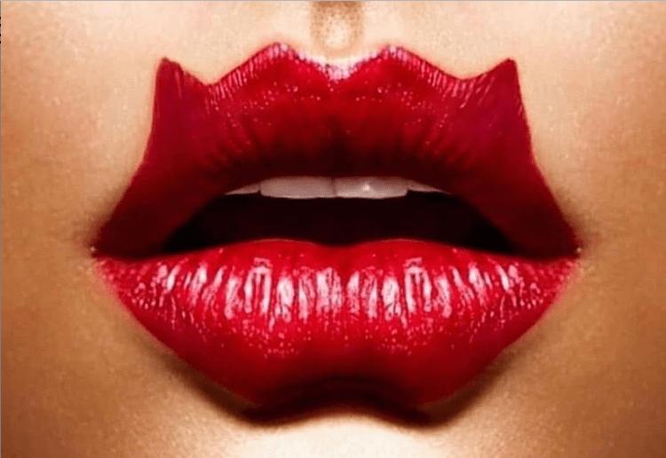 """""""Доктор подлец и идиотка"""": волгоградский косметолог ищет желающих сделать себе """"губы дьявола"""""""