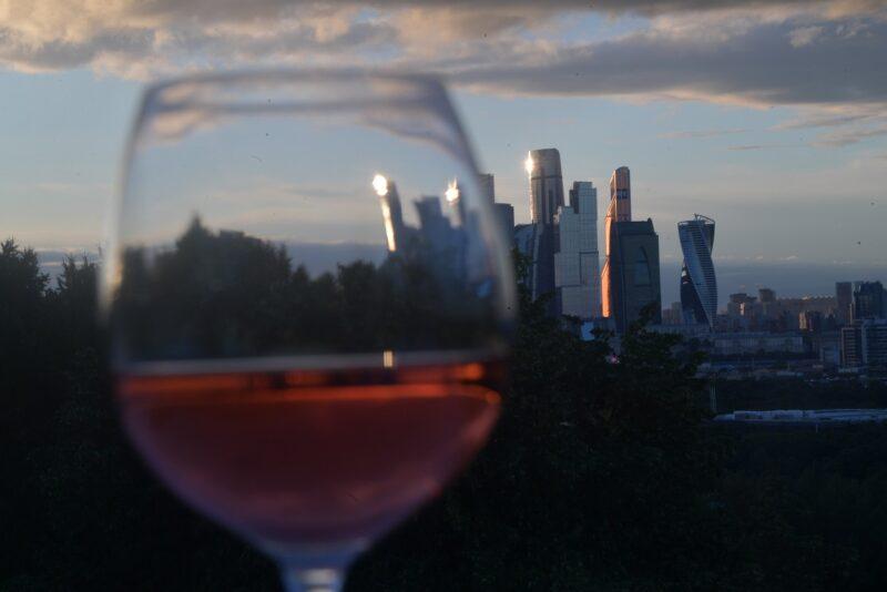 «5 дней в неделю»: Специалисты вычислили как часто и в каком количестве можно пить алкоголь