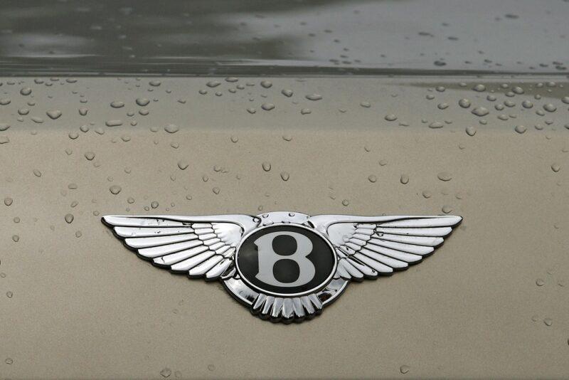 Приставы описали Bentley в счет долга на 160 тысяч рублей