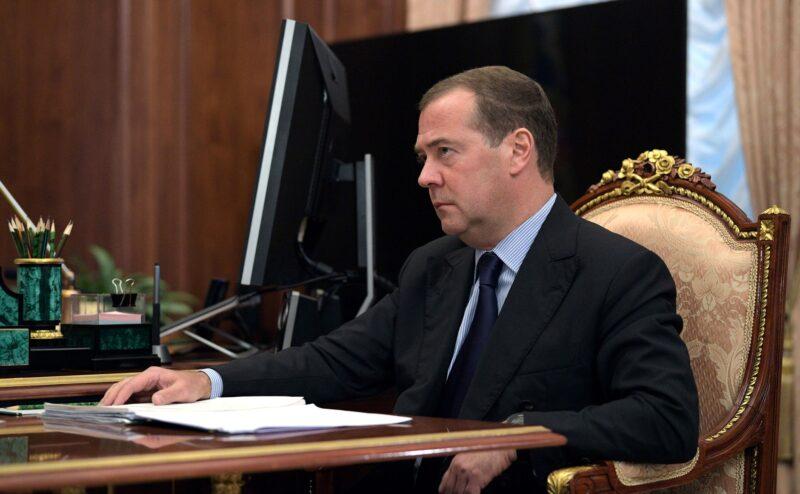Медведев решил запретить посуточную аренду квартир