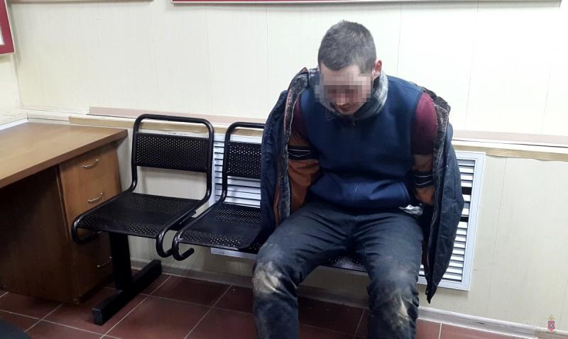 20-летний волгоградец напал с ножом на полицейского