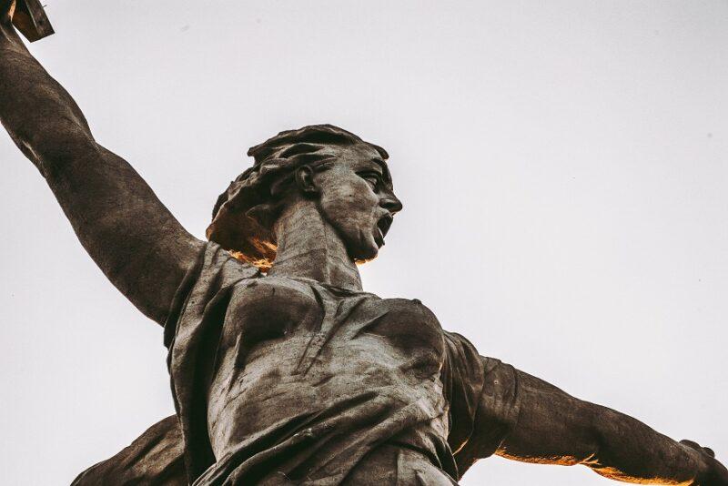 Банкротится скандально известный реставратор монумент «Родина-мать» в Волгограде